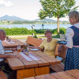 Terrasse bei Maucher's Restaurant in Hopfen am See in Füssen